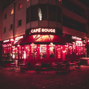 architecture-chairs-commerce-moulin-rouge