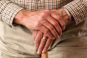 Garde à domicile pour personnes âgées les avantages
